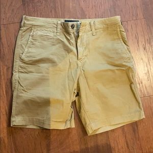 American Eagle Men's Slim Dark Khaki Shorts 30